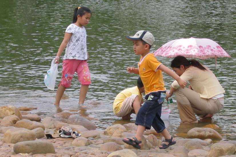 Children at Litchi Park